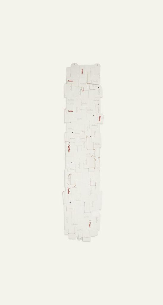 Litografía y costura sobre papel de algodón. 340 x 140 cm. 2011